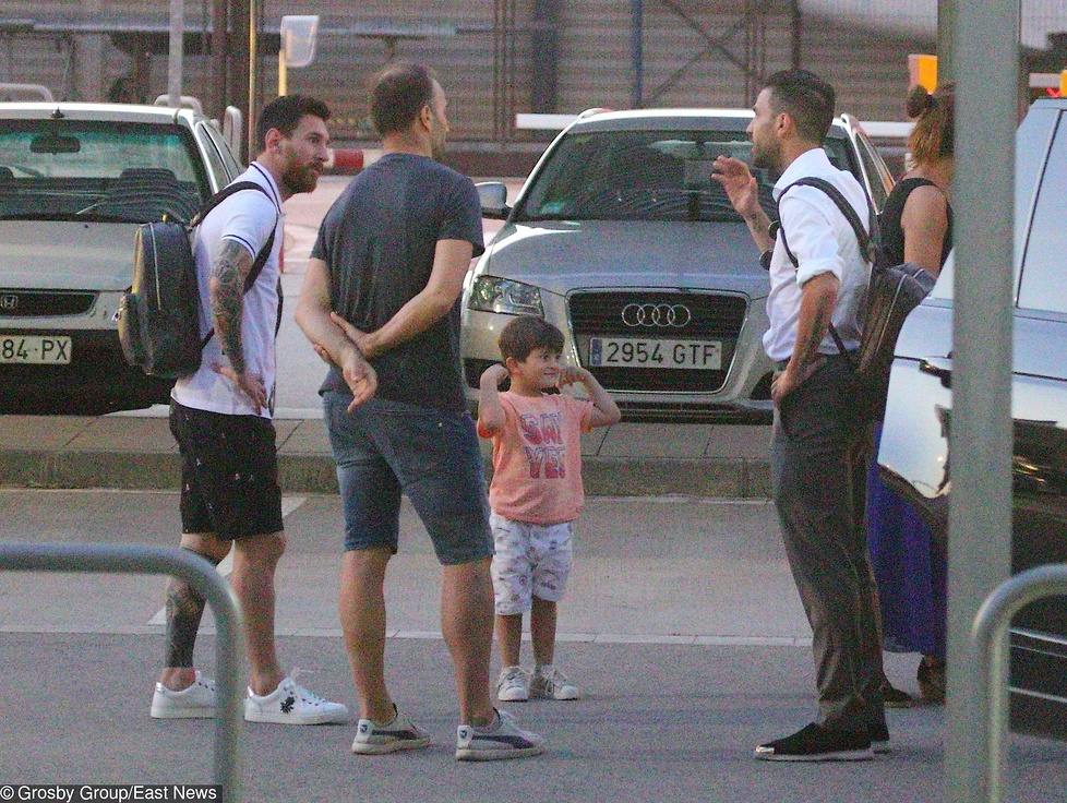 Piłkarze spotkali się w niedzielę w Barcelonie, skąd prywatnym odrzuto...