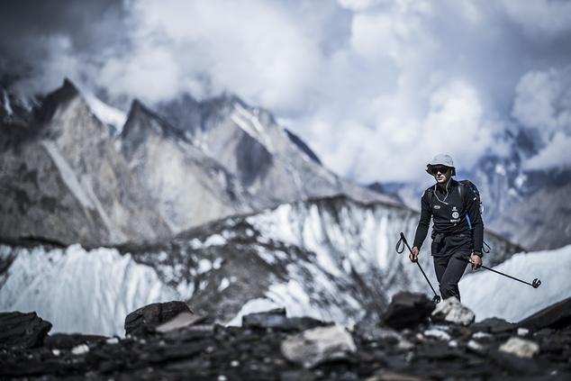Andrzej Bargiel w drodze do bazy pod K2 (Fot. Materiały prasowe)
