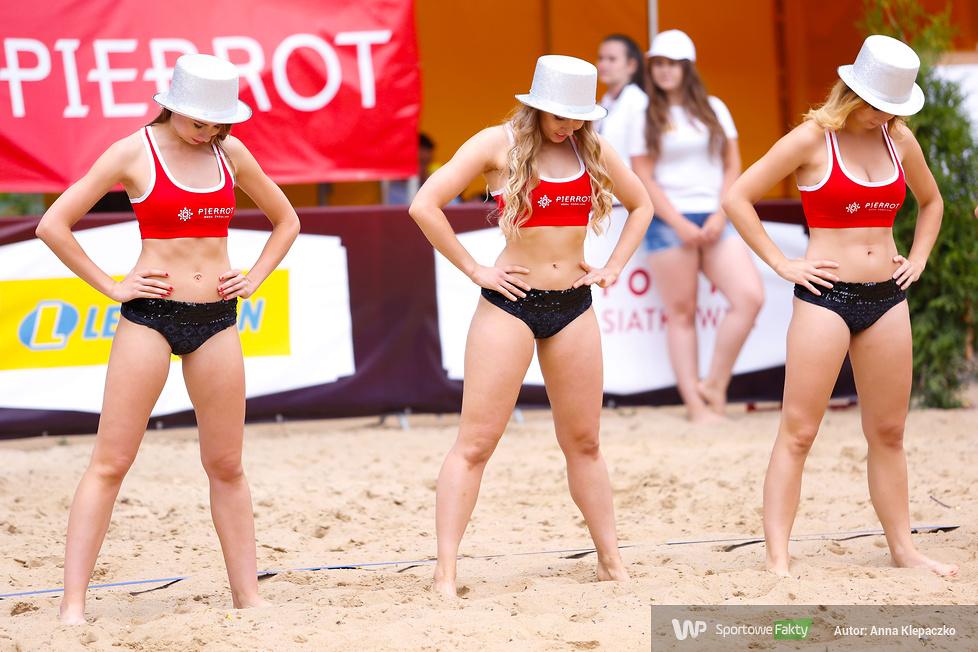 Bell Arto Cheerleaders na turnieju Lewiatan Beach Ball Przysucha 2017(galeria)