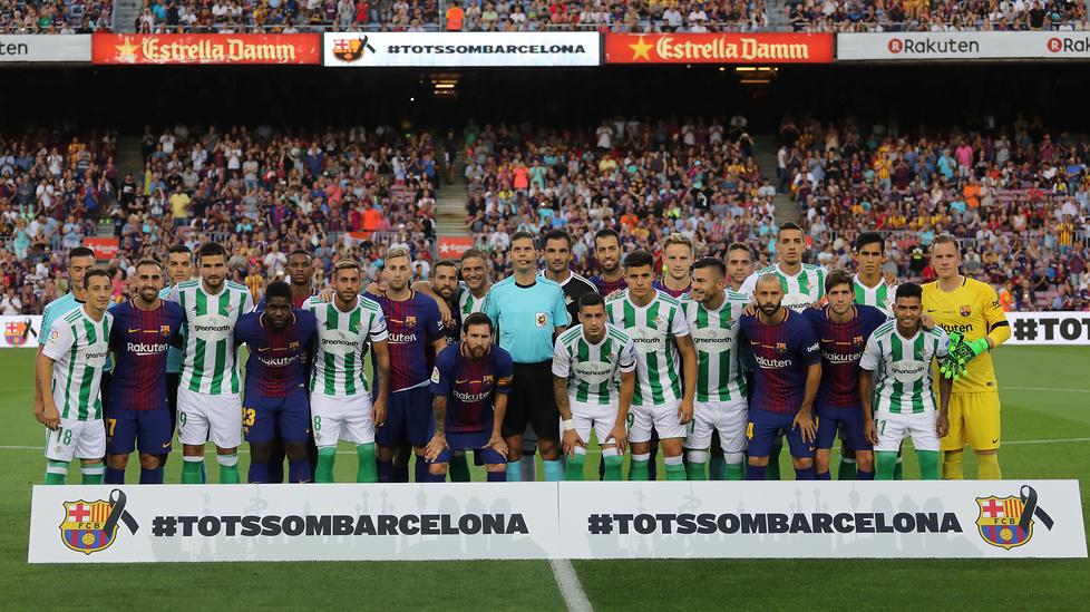 Niezwykłe koszulki Barcelony. Piłkarze oddali hołd ofiarom zamachu