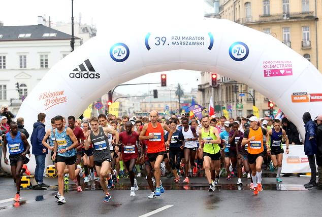 Start 39. PZU Maratonu Warszawskiego. Fot. PAP/Leszek Szymański