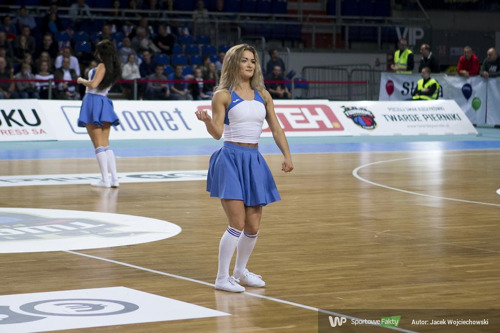 Cheerleaders Toruń podczas meczu Polski Cukier Toruń - Miasto Szkła Krosno (galeria)