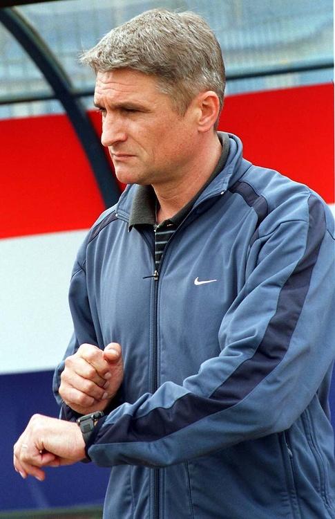 Powyższe zdjęcie pochodzi z 2001 roku. Wówczas był trenerem Wisły...