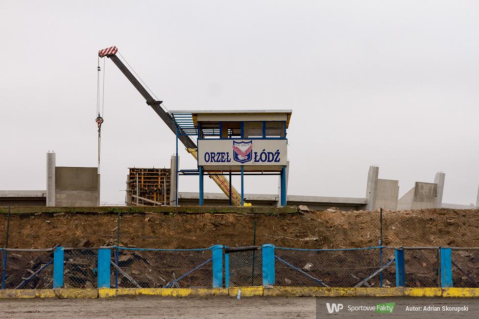 Wyburzanie wieżyczki sędziowskiej na stadionie Orła (galeria)