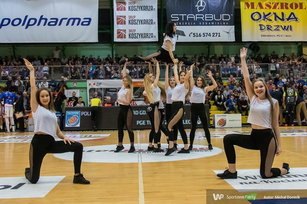 Cheerleaderki Alex Team na meczu Polpharma - Miasto Szkła (galeria)