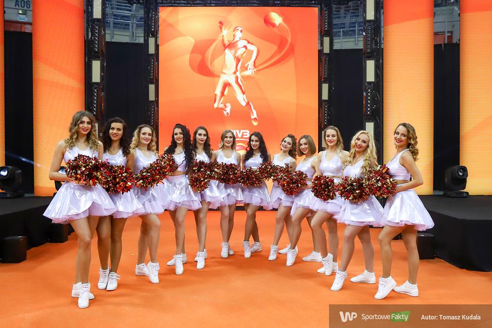 Cheerlederki w trakcie sobotnich meczów w Tauron Arenie Kraków (galeria)