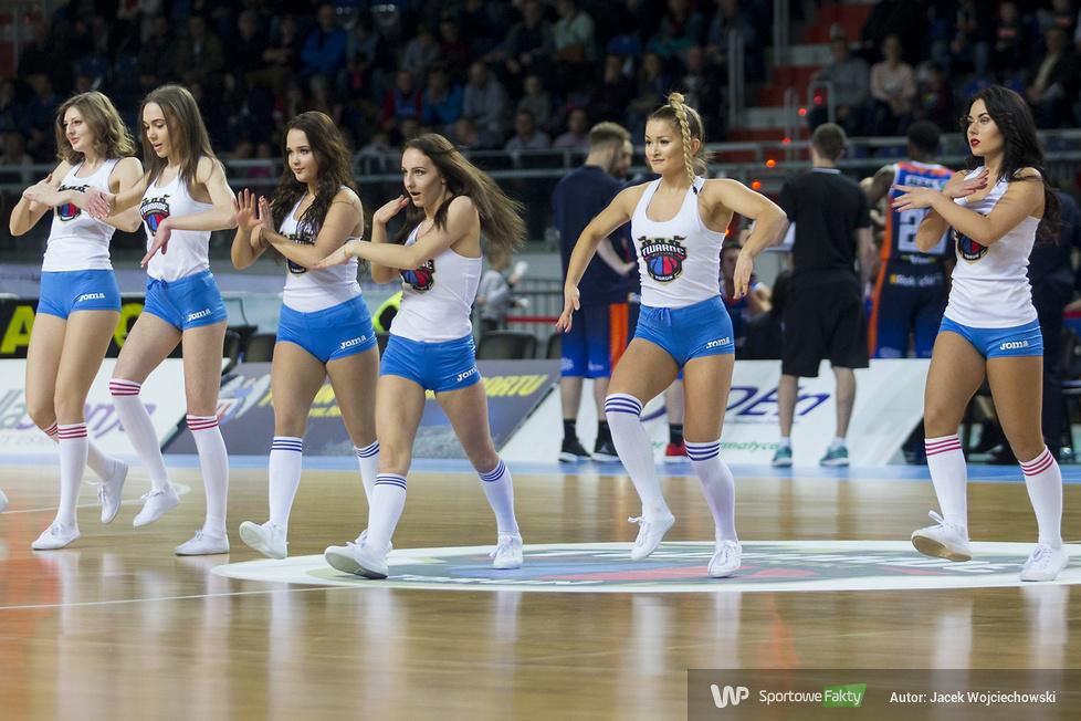 Cheerleaderki na meczu Polskiego Cukru z Dąbrową Górniczą (galeria)