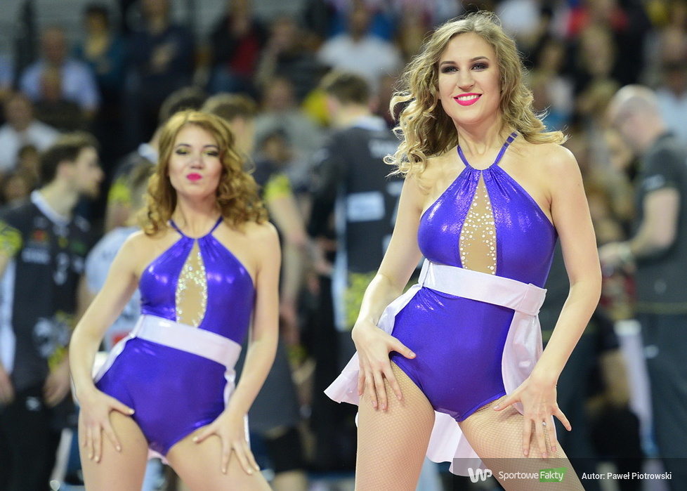 Cheerlaeaders Wrocław tańczą podczas Pucharu Polski w siatkówce (galeria)
