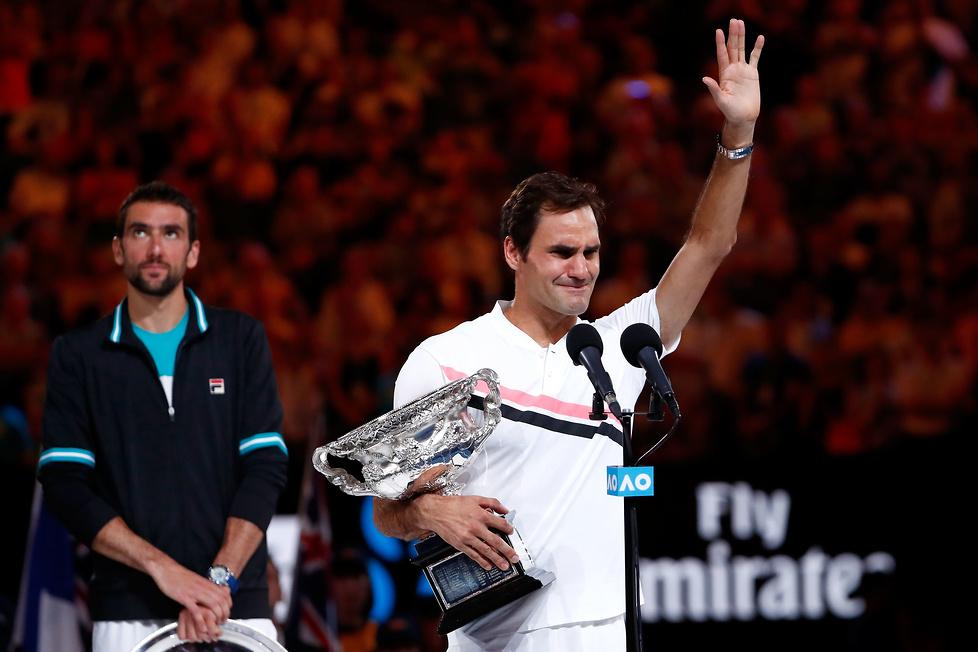 Wielki mistrz wzruszony. Roger Federer odebrał puchar za zwycięstwo w Australian Open (galeria)