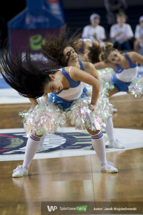 Cheerleaders Toruń podczas meczu Polskiego Cukru z Polpharmą (galeria)