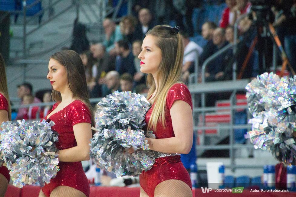 Cheerleaders Gdynia podczas meczu Polska - Kosowo we Włocławku (galeria)