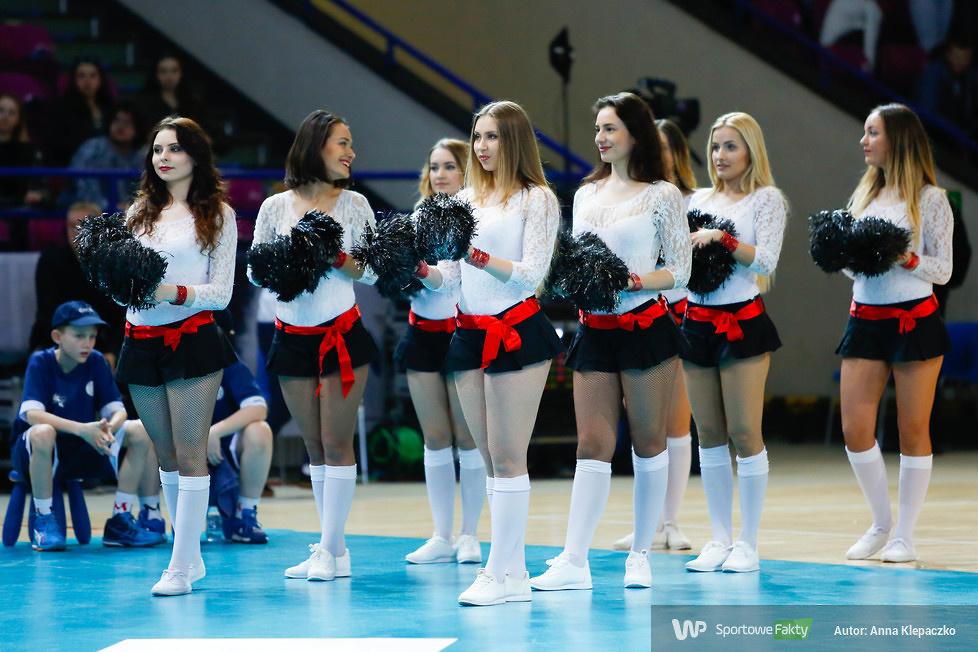 Bell Arto Cheerleaders podczas meczu siatkarzy w Warszawie (galeria)