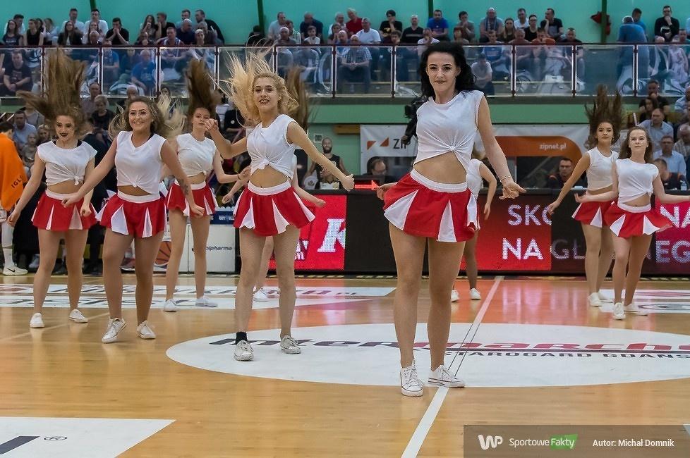 Cheerleaders Alex Team Polpharma Starogard Gdański - BM Slam Stal (galeria)
