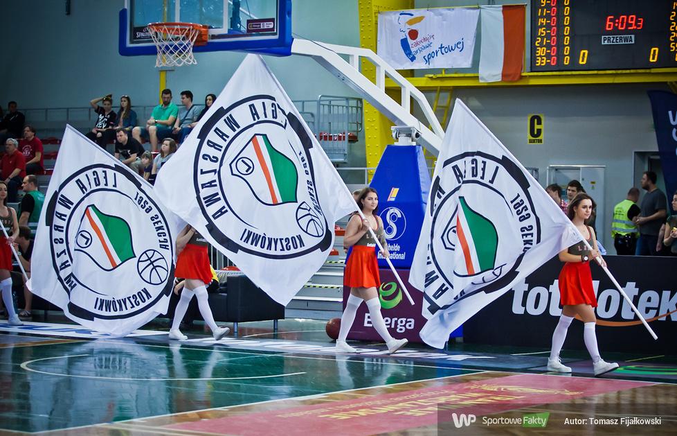 Cheerleaderki podczas meczu Legii Warszawa z Rosą Radom (galeria)