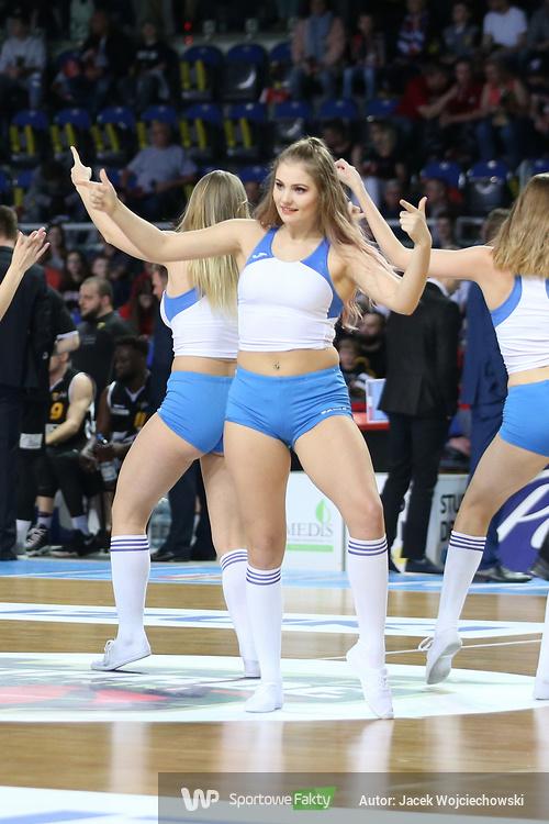 Cheerleaderki podczas meczu Polskiego Cukru Toruń z Treflem Sopot (galeria)