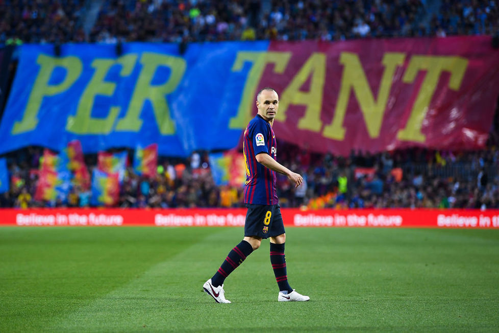 Schodzącego z boiska Andresa Iniestę - w 82. minucie zastąpił go Paco ...
