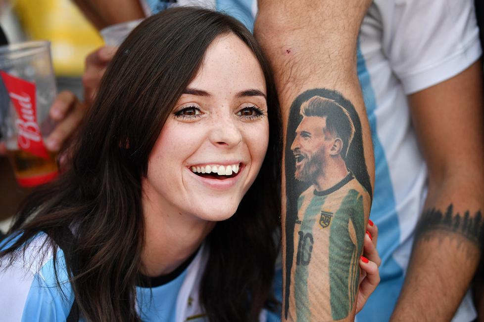 Mundial 2018. Argentyna - Islandia. Piękne fanki, boski Messi, maski Putina i papieża (galeria)