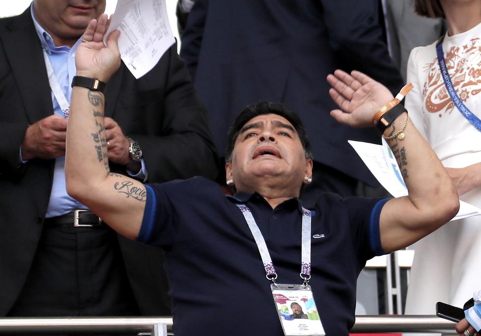 Mundial 2018. Kamery tego nie pokazały. Zobacz reakcje Maradony na meczu z Francją (galeria)