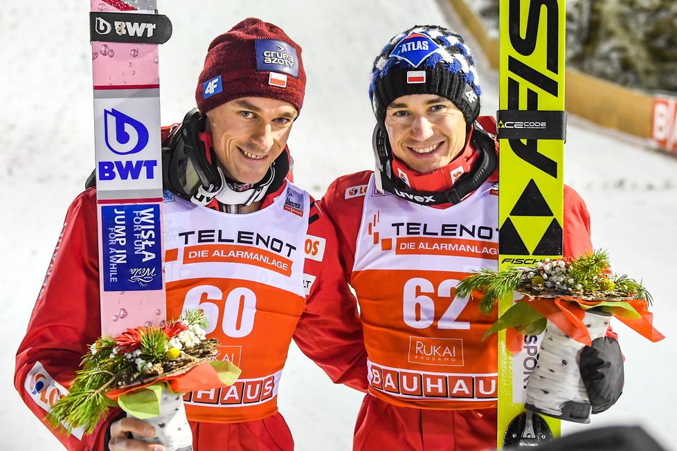 PŚ: wietrzne Kuusamo szczęśliwe dla Polaków. Dwóch Biało-Czerwonych na podium (galeria)