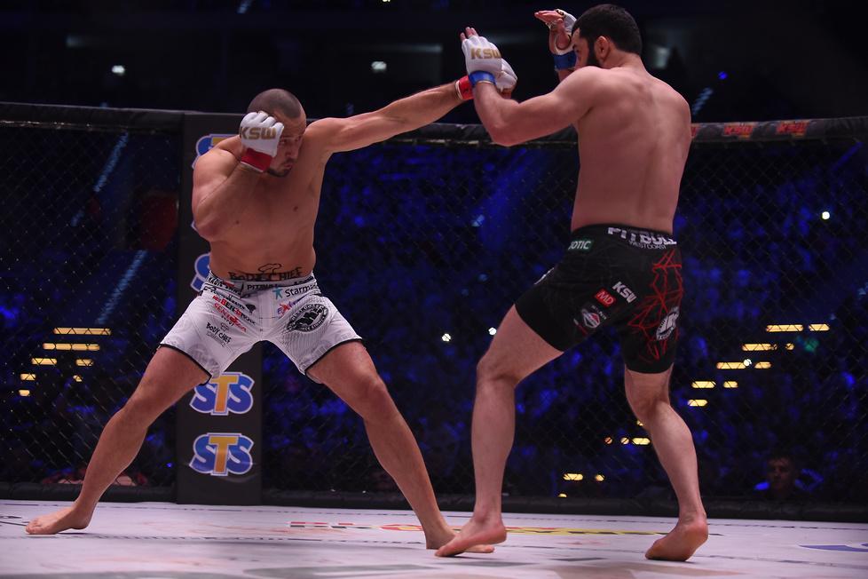 92 kg: Tomasz Narkun pok. Mameda Chalidowa przez jednogłośną decyzję (...