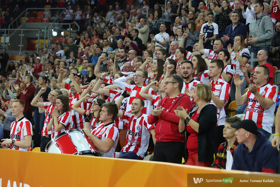 Kibice w trakcie meczów półfinałowych KMŚ w Częstochowie (galeria)