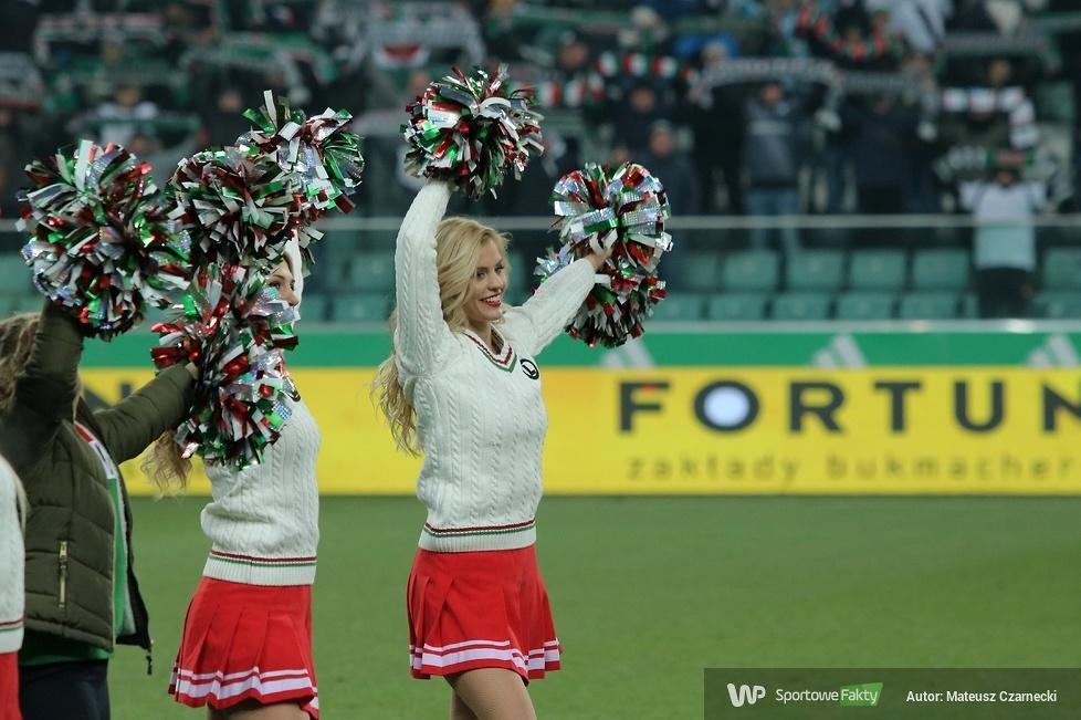 Cheer Angels Cheerleading Academy na meczu Legia Warszawa - Korona Kielce (galeria)