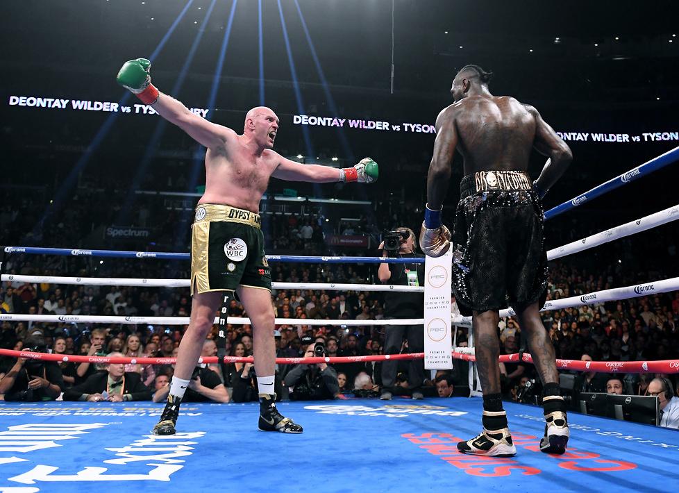 Świetne wymiany, potężne ciosy i show w ringu. Fury i Wilder dali znakomite widowisko (galeria)