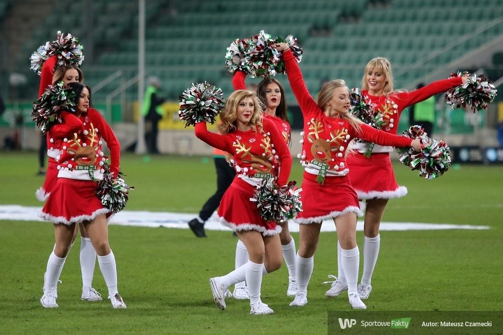 Cheer Angels Cheerleading Academy na meczu Legia Warszawa - Piast Gliwice (galeria)