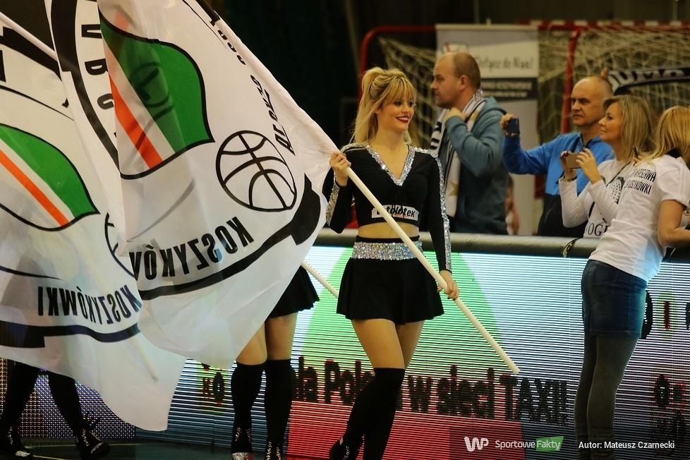 Cheer Angels Cheerleading Academy na meczu Legia Warszawa - Polpharma Starogard Gdański (galeria)