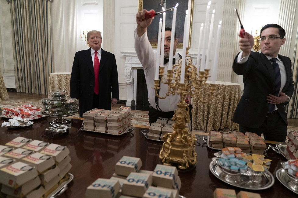 Trump zaprosił sportowców do Białego Domu. Ugościł ich hamburgerami