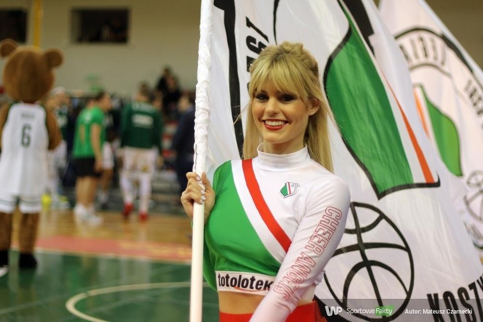 Cheer Angels Cheerleading Academy na meczu Legia Warszawa - Arka Gdynia (galeria)