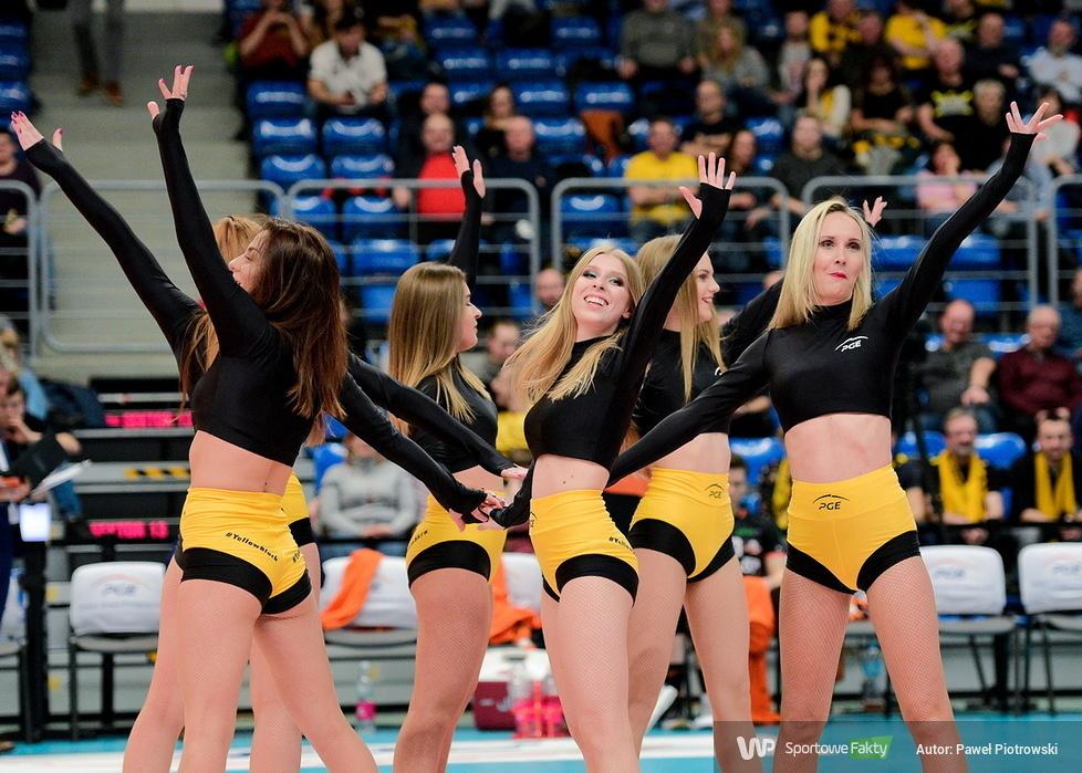 Cheerleaders Bełchatów w PlusLigowych rozgrywkach (galeria)