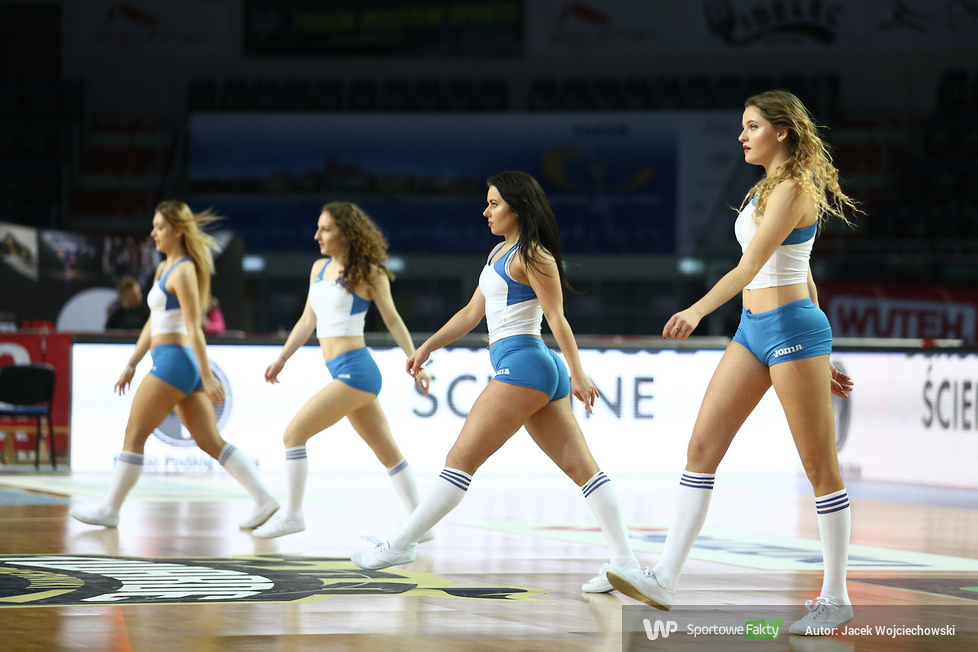 Cheerleaders Toruń podczas meczu Polski Cukier Toruń - TBV Start Lublin (galeria)