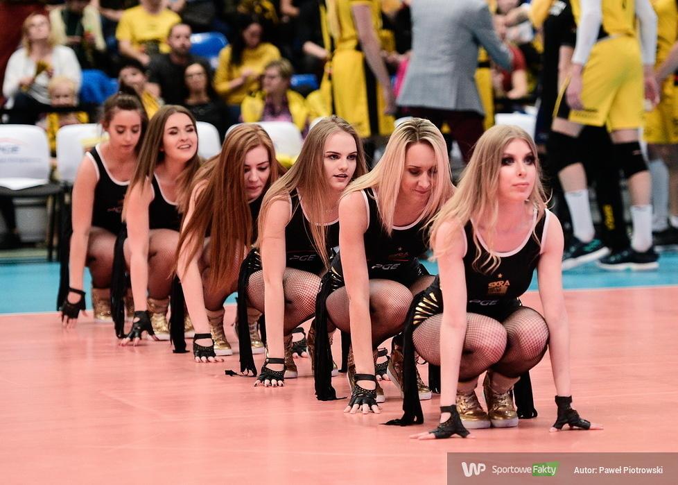 Cheerleaders Bełchatów tańczą a PGE Skra wygrywa (galeria)
