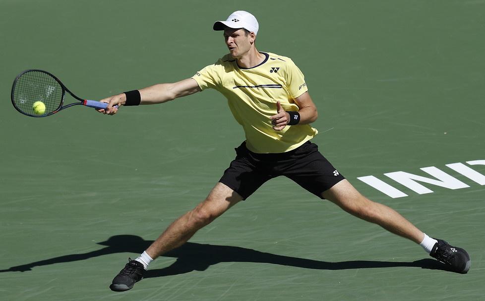 Hubert Hurkacz grał z Rogerem Federerem. Bill Gates oklaskiwał (galeria)