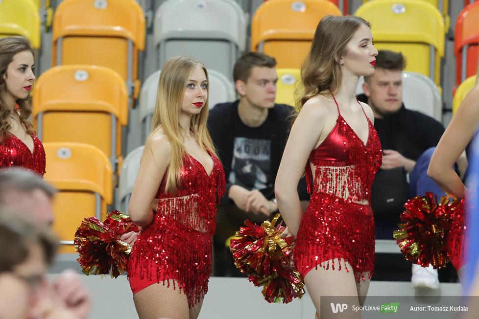Cheerleaderki w trakcie meczu pełnego gwiazd (galeria)