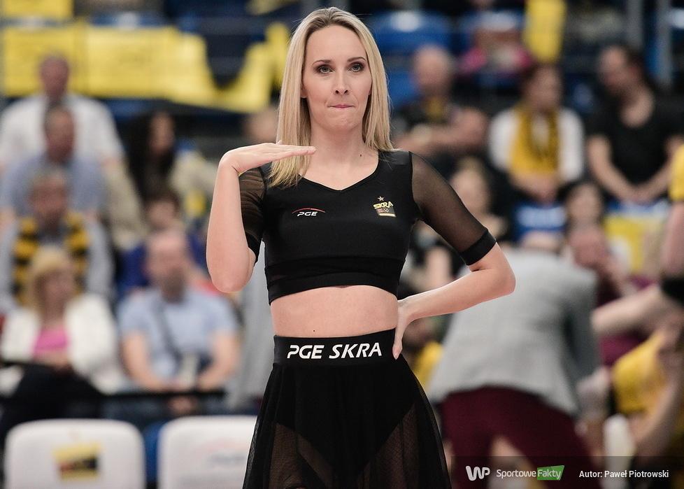 Cheerleaders Bełchatów tańcem wspierały zespół PGE Skry w meczu z Jastrzębskim Węglem (galeria)