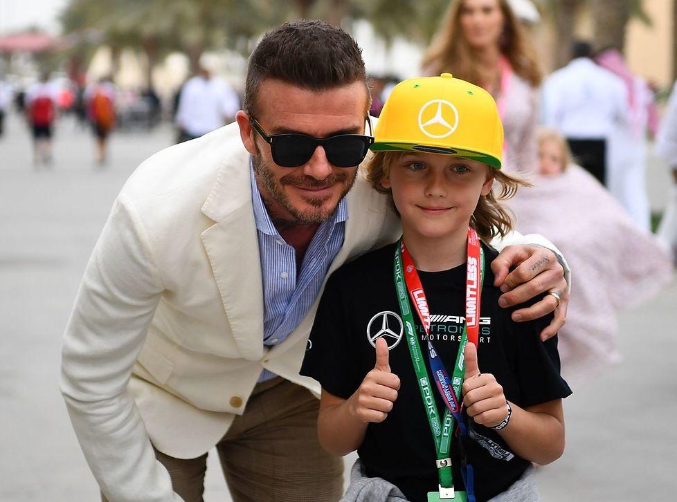 F1: David Beckham gościł na GP Bahrajnu. Machał flagą w szachownicę (galeria)