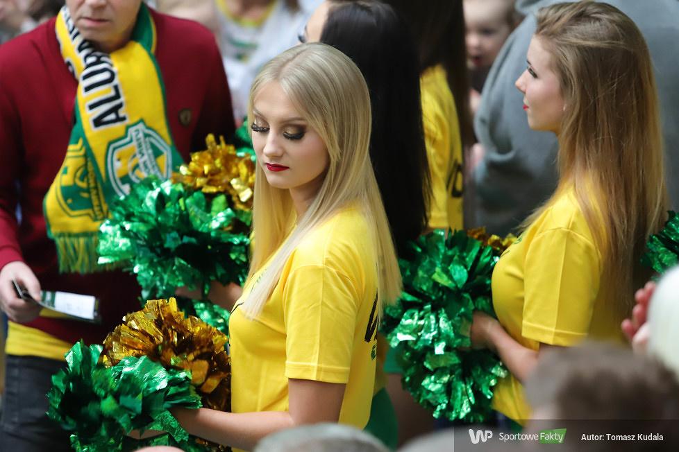 Cheerleaderki w trakcie meczu w Zawierciu (galeria)