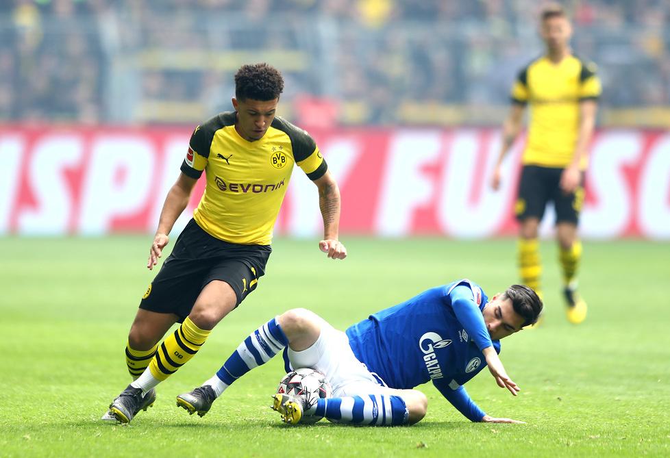 Bundesliga. Skandal na meczu Borussia - Schalke. Jadon Sancho trafiony zapalniczką w głowę