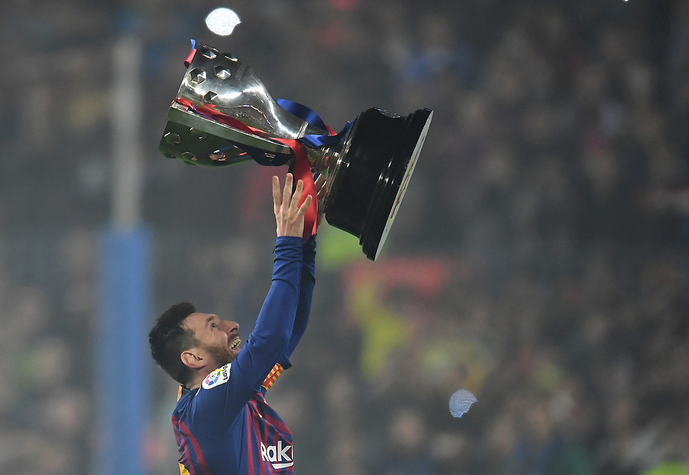 Primera Division. Lionel Messi odebrał puchar i cieszył się z dziećmi. Zobacz radość Barcelony po mistrzostwie (galeria)
