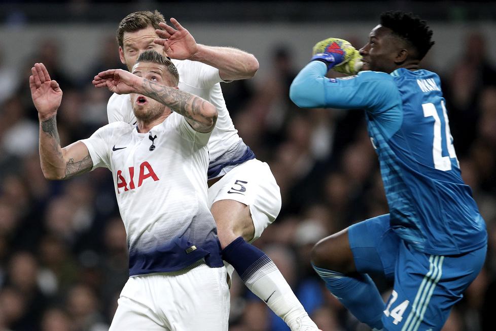 Liga Mistrzów 2019. Tottenham - Ajax. Uraz głowy Jana Vertonghena. Polała się krew!