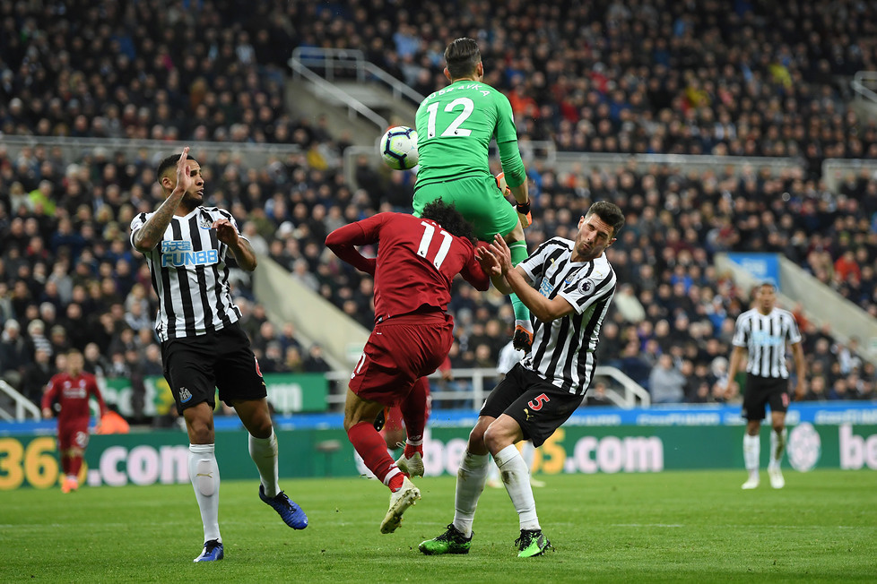 Premier League. Groźny uraz Mohameda Salaha. As Liverpoolu zniesiony na noszach (galeria)