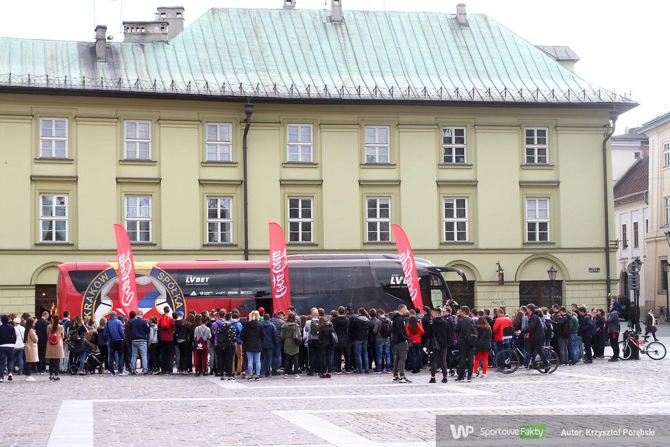 Piłkarze Wisły Kraków spotkali się z kibicami na Małym Rynku (galeria)