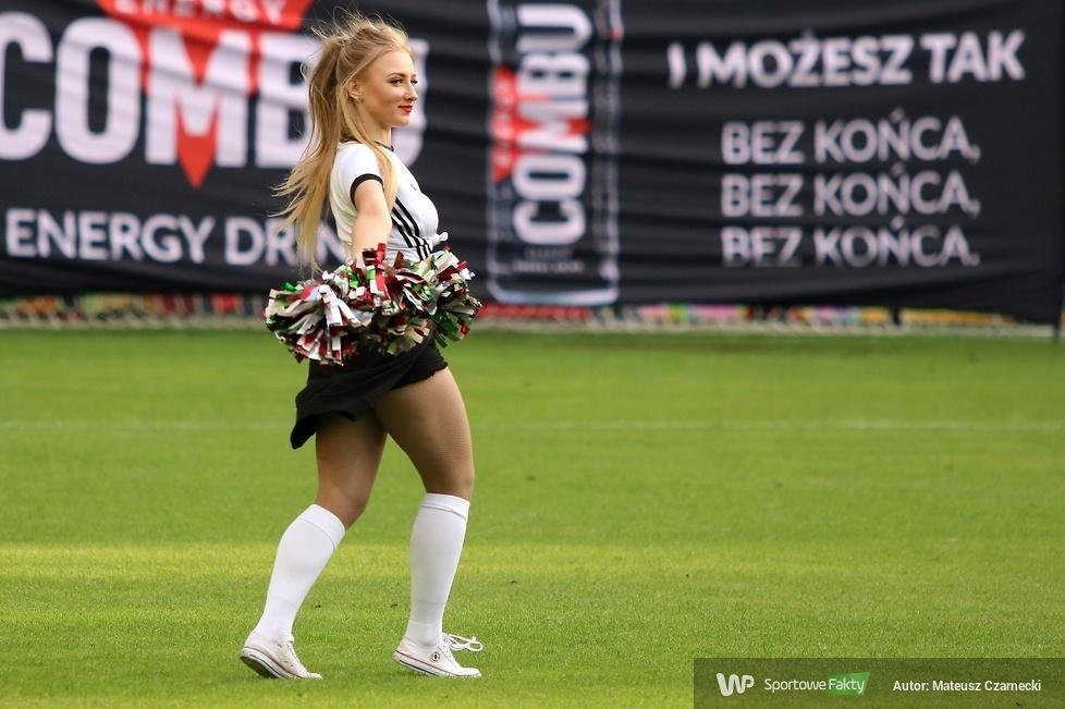 Cheer Angels Cheerleading Academy na meczu Legia Warszawa - Zagłębie Lubin (galeria)