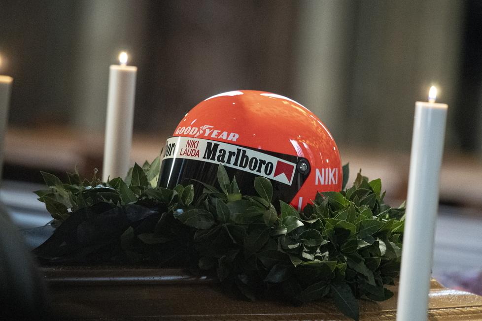Ostatnie pożegnanie Nikiego Laudy. Sportowcy, aktorzy i politycy wśród żałobników (galeria)