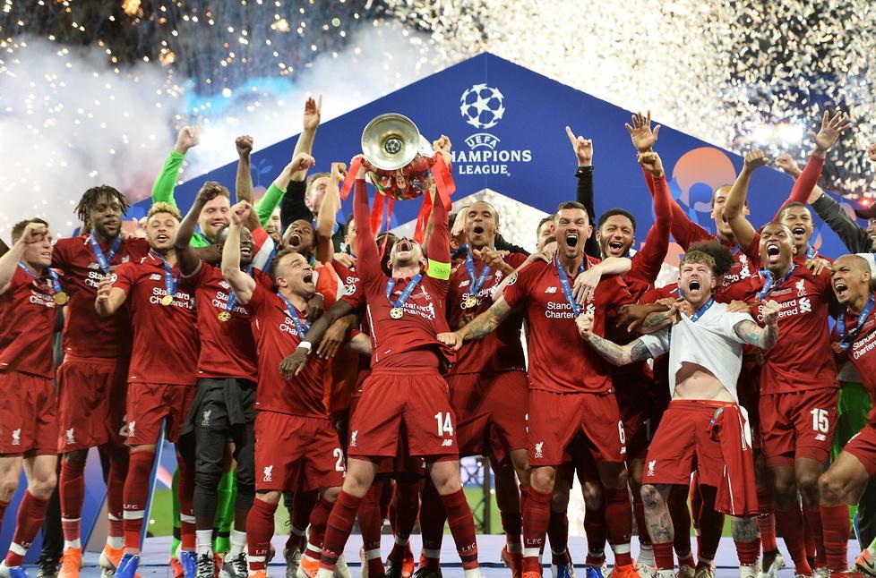 Tottenham - Liverpool. Zobacz ceremonię wręczenia pucharu Ligi Mistrzów (galeria)