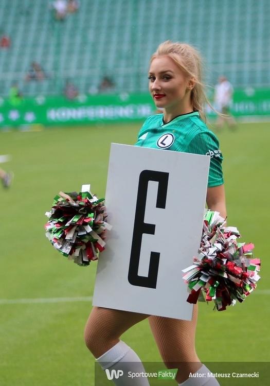 Cheer Angels Cheerleading Academy na meczu Legia Warszawa - Pogoń Szczecin (galeria)