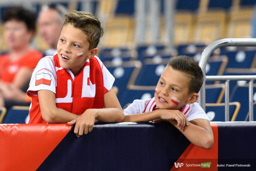 Mistrzostwa Europy siatkarek: Kibice w I dniu turnieju (galeria)