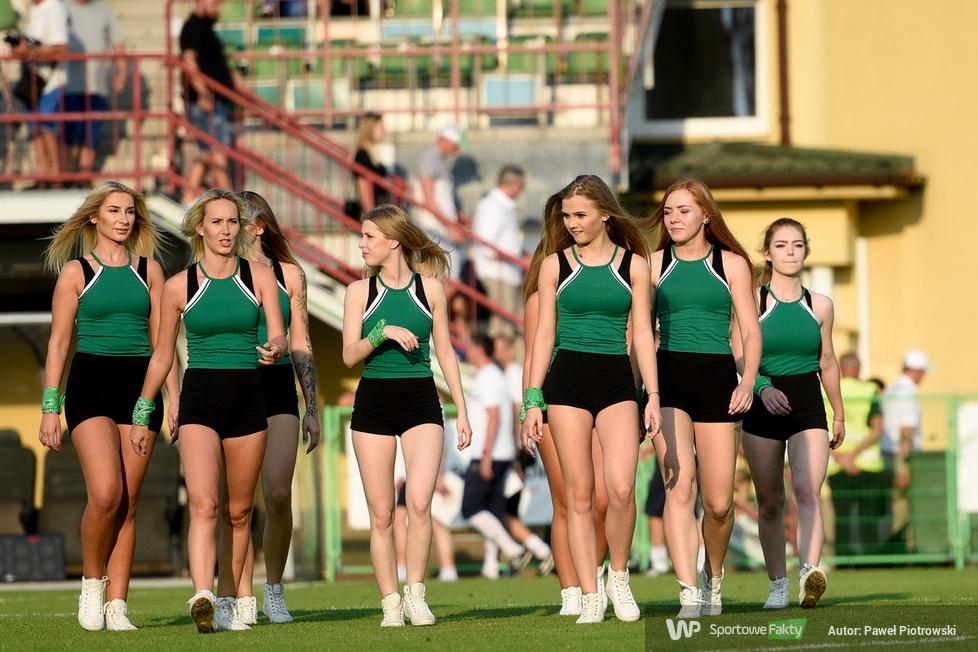 Cheerleaders Bełchatów kolejny raz tańczą na Gieksa Arena (galeria)